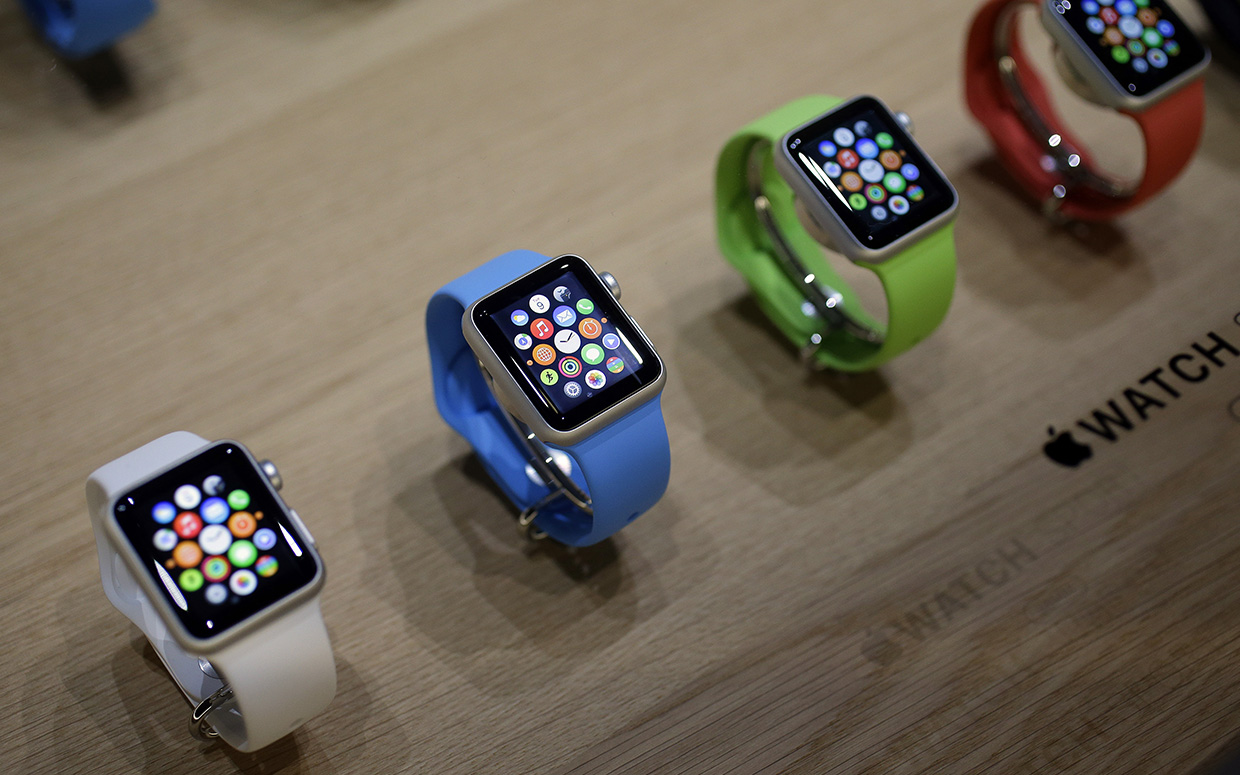 Father's Day 2016: Apple Watch, Pebble, Fitbit and other wearables to gift dad