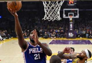 Embiid se impuso en el Staples Center